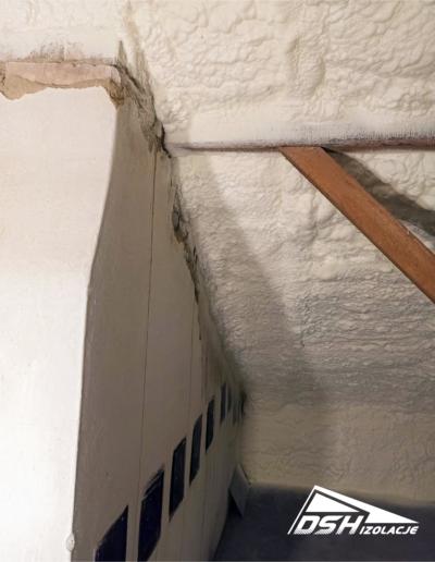 Zdjęcie wykonanych prac związanych z ociepleniem poddasza oferowanym przez DSH Izolacje